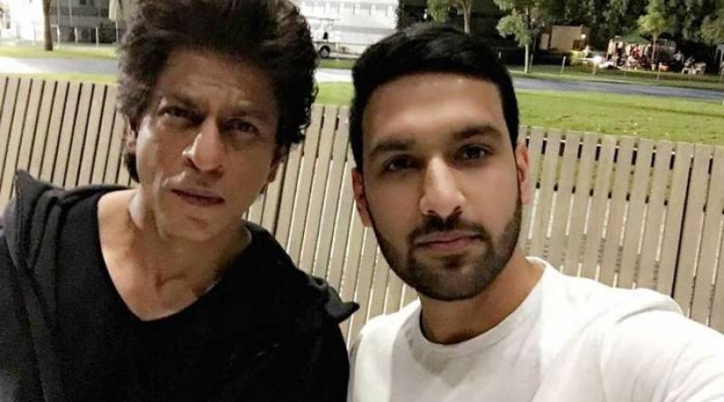 Zaid Ali's selfie with Shah Rukh Khan has got us wondering