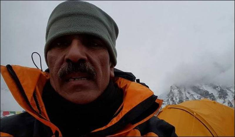 Retired colonel becomes 4th Pakistani to scale Earth's highest mountain