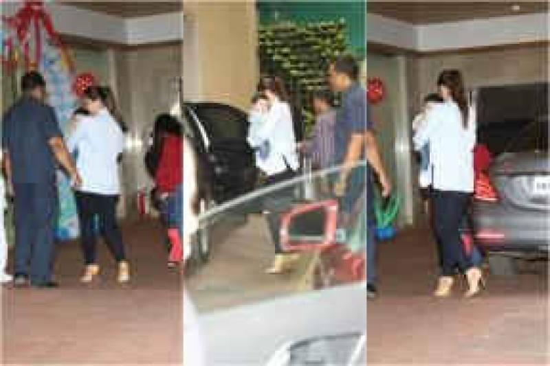 Adorable Taimur Ali Khan arrives in Kareena's arms for Tusshar Kapoor's son's birthday bash!