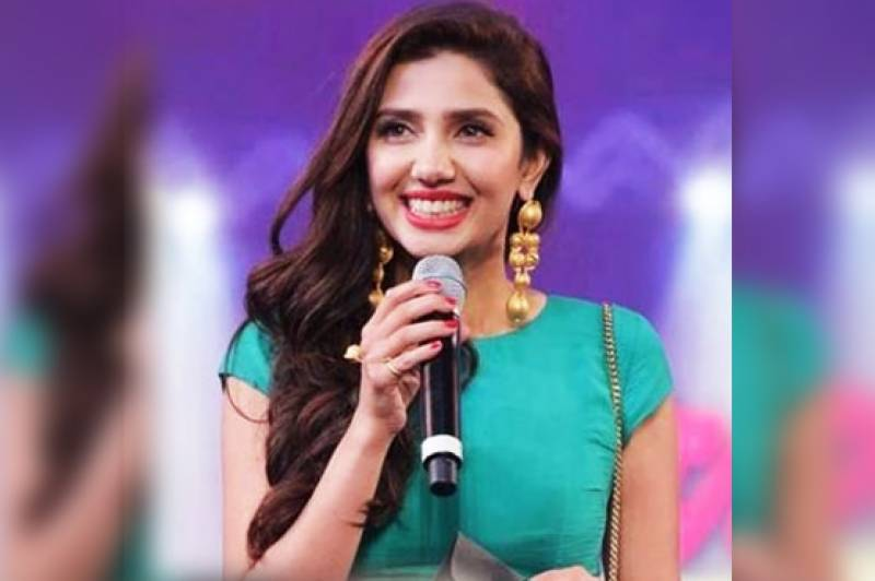 Mahira Khan sings for the very first time during a live show!