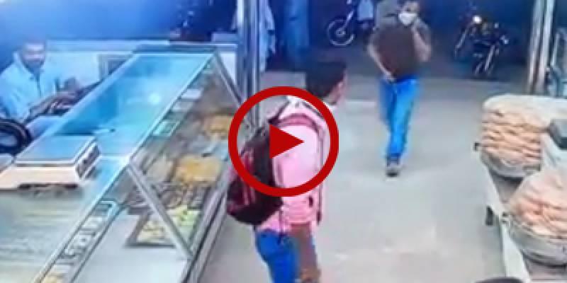 Bandits rob sweet shop in Karachi