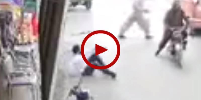 Man filmed resisting mugging attempt in Karachi