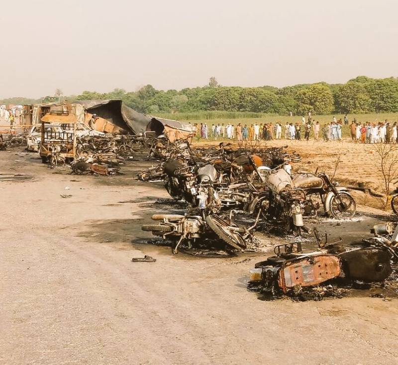 Over 200 burnt to death, 100 injured as oil tanker catches fire near Bahawalpur