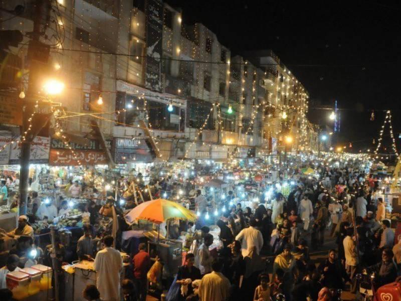 Eid shopping frenzy reaches its peak on 'Chand Raat' in Pakistan
