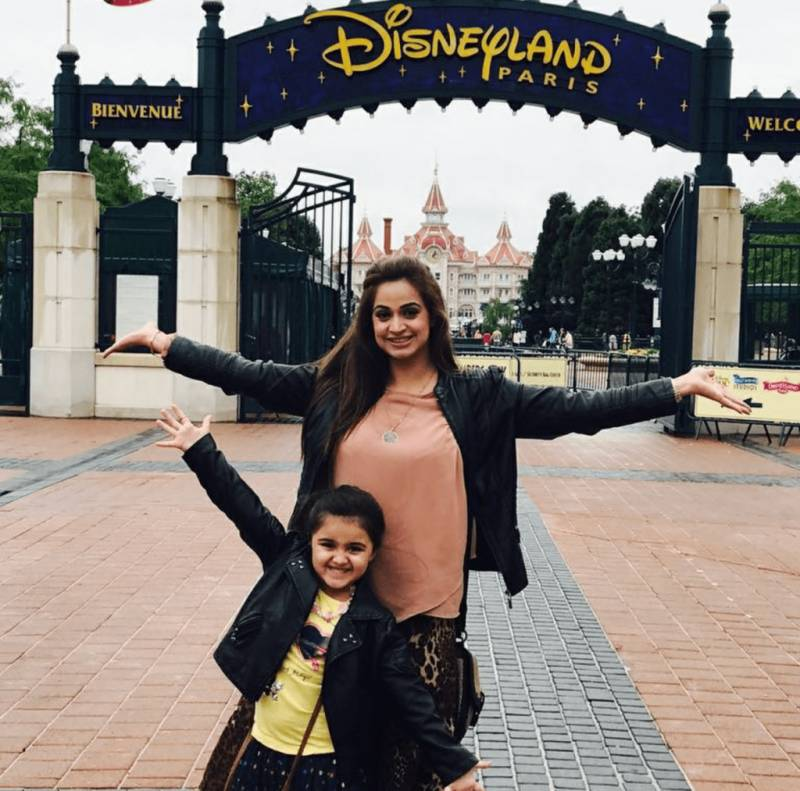 Noor Bukhari is busy being Mommy in Disneyland, & it's ADORABLE!