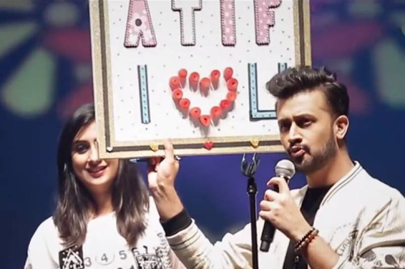 Girl jumps onto stage to meet Atif Aslam during live concert (See video)
