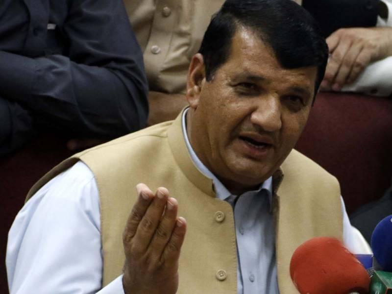 Amir Muqam denies pitching Ayesha Gulalai against Imran Khan