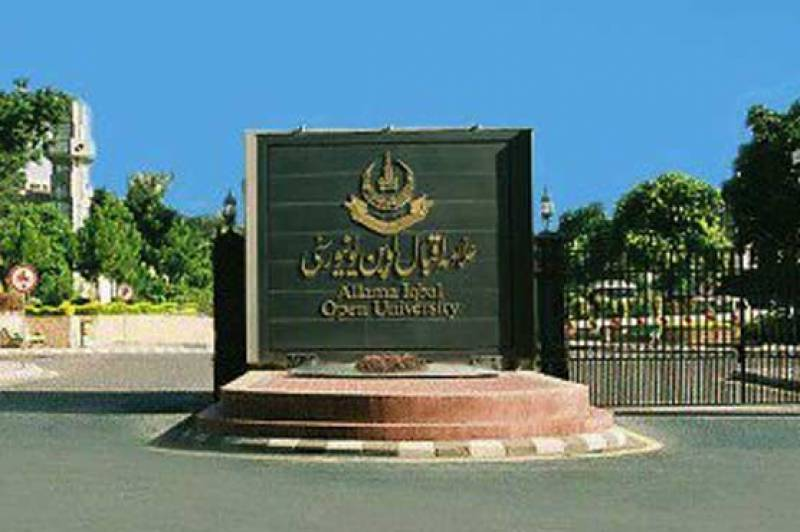 AIOU holds magnificent show celebrating Independence Day