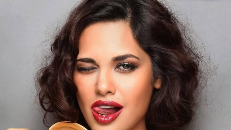 Men cannot handle BOLD Indian women: Esha Gupta
