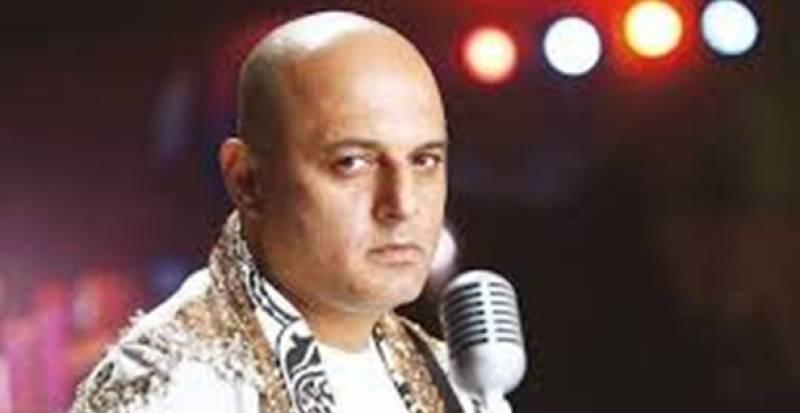 Rahat Fateh Ali Khan struggles with 'Sayonee' chorus, & we are all left missing Ali Azmat