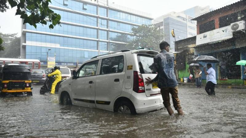 Three dead asheavy rain pounds Mumbai for 4th straight day (PHOTOS + VIDEOS)