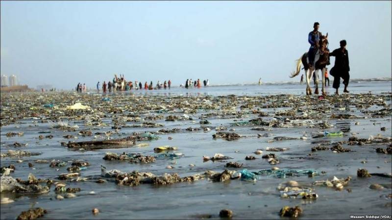 Panic and fear as oil slick forms off Karachi beach