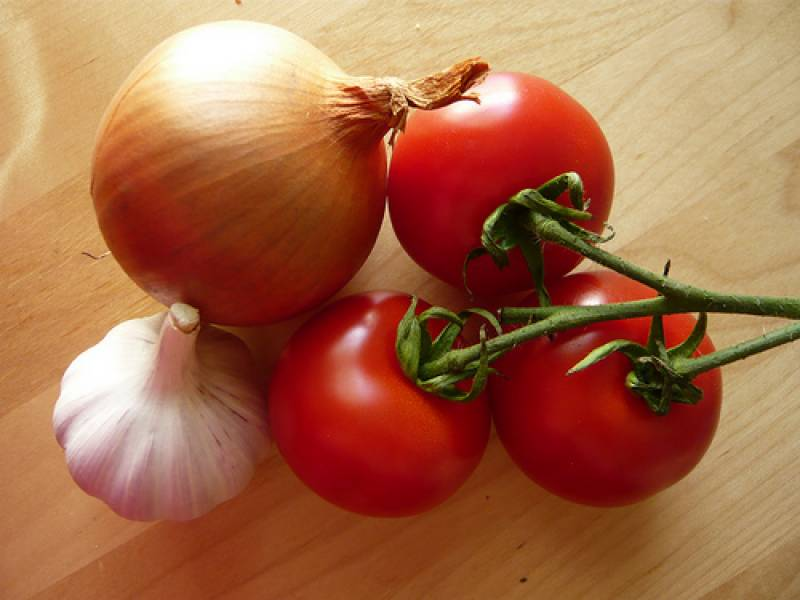 Vegetable prices shoot up, tomatoes cost Rs 200/kg