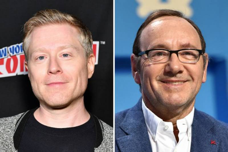 Kevin Spacey comes out as a gay man; Apologizes to Star Trek actor