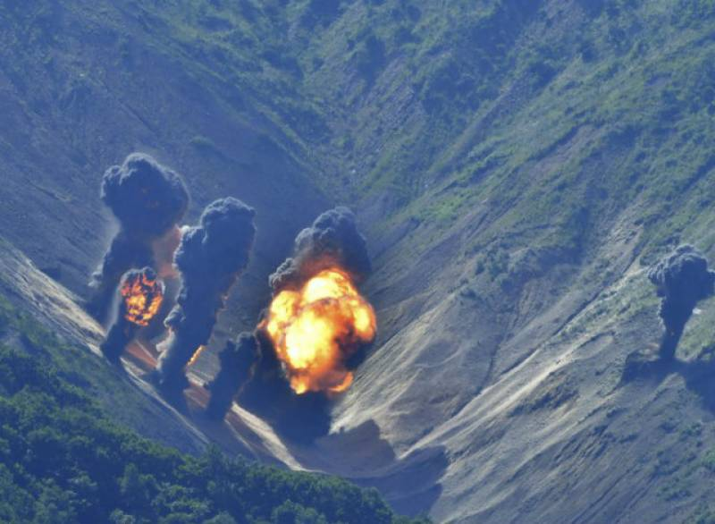 '200 dead' in North Korea nuclear test site collapse