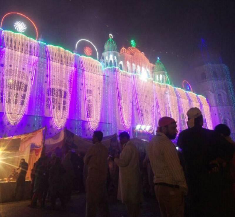 Thousands gather in Pakistan to celebrate first Sikh guru's birth anniversary