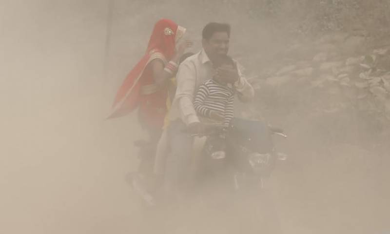'Every breath is an effort': Delhi residents panic as 'deadly smog' chokes city (VIDEO)