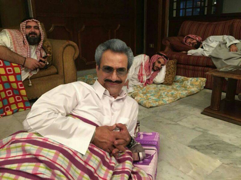 Truth behind pictures of detained Saudi billionaire Al-Waleed bin Talal shocks internet