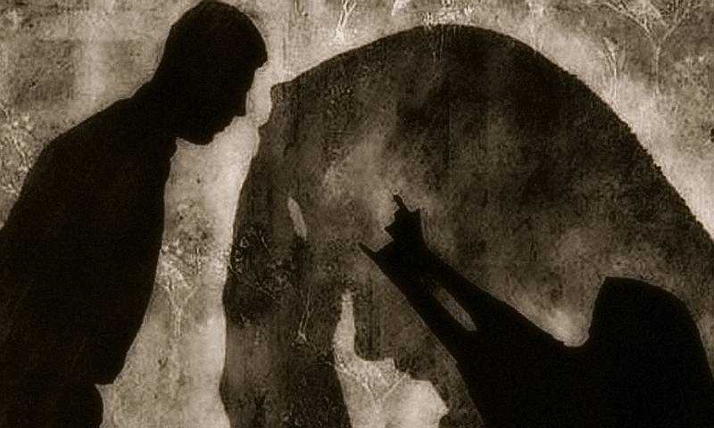 Policeman accuses fellow cops of raping wife in Faisalabad