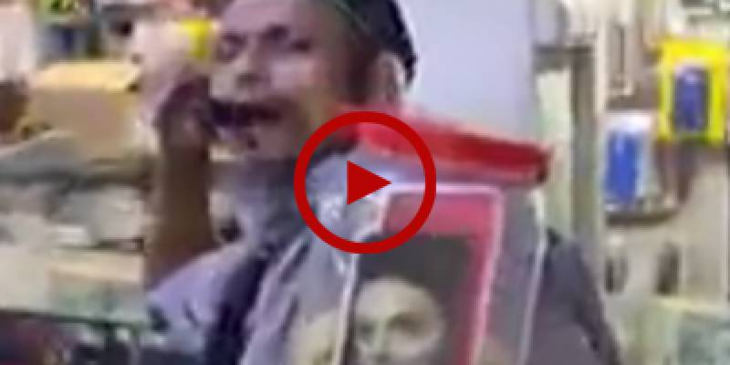 Watch a Karachi hawker selling laddoo in Bilawal style