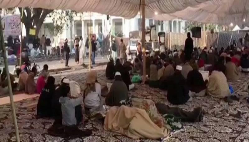 Protesters in Lahore refuse to budge despite Faizabad agreement of Khadim Hussain Rizvi