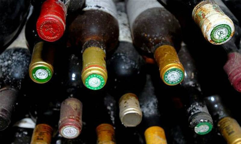 Cop 'tricks' court by presenting liquor bottles filled with coloured water