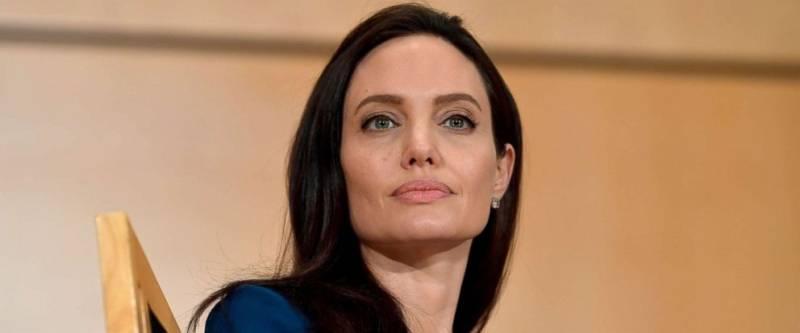 Teen takes it too far to look like Angelina Jolie