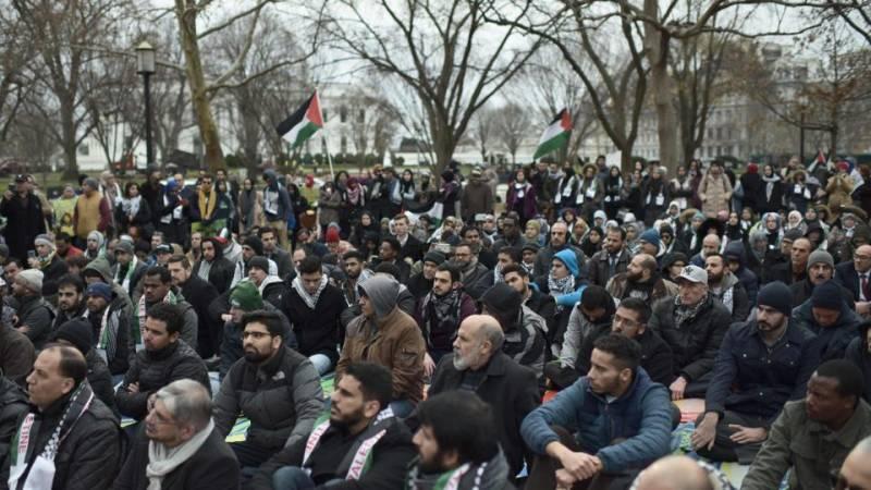 Muslims attend Friday prayers outside White House to denounce Trump's Jerusalem bid