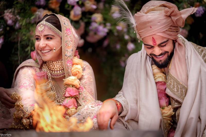 These pictures of Virat and Anushka's wedding and mehndi will make you believe in love again!