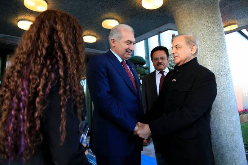 'Brothers united for Jerusalem': Shehbaz meets Turkish, Palestinian leaders at OIC summit