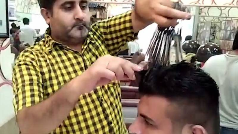 This Pakistani barber cuts hair with 15 scissors simultaneously