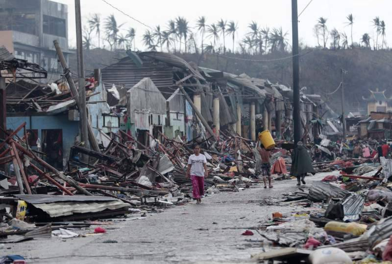 At least 90 killed, dozens missing as storm hits Philippine