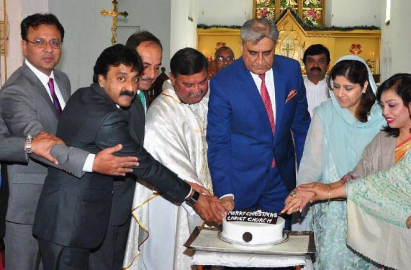 Merry Christmas: COAS Bajwa lauds Christians' contribution to Pakistan's progress