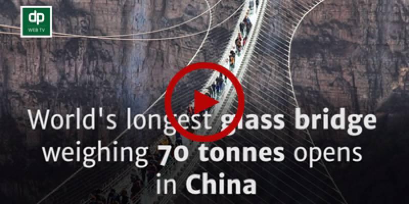 China erects longest ever glass bridge