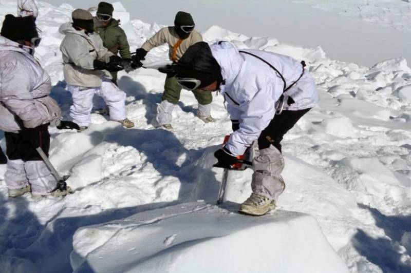 Five Pak army men go missing after being hit by avalanche