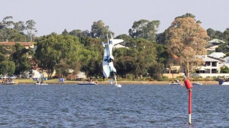 Australia: Six killed as seaplane crashes into Sydney river