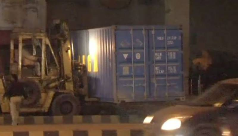 Karachiites to celebrate New Year's Eve with ease as roads cleared of containers