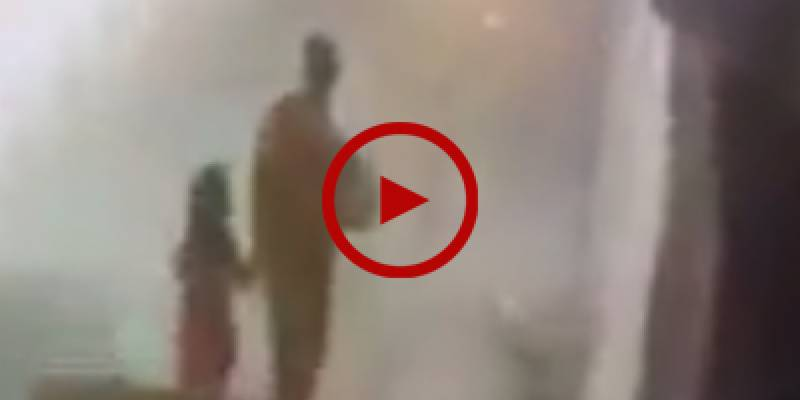 CCTV footage of suspect taking Zainab to somewhere in Kasur