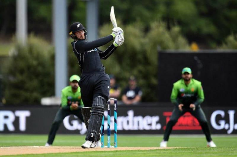WATCH: Fan takes a $50,000 catch in Pakistan vs New Zealand 3rd ODI