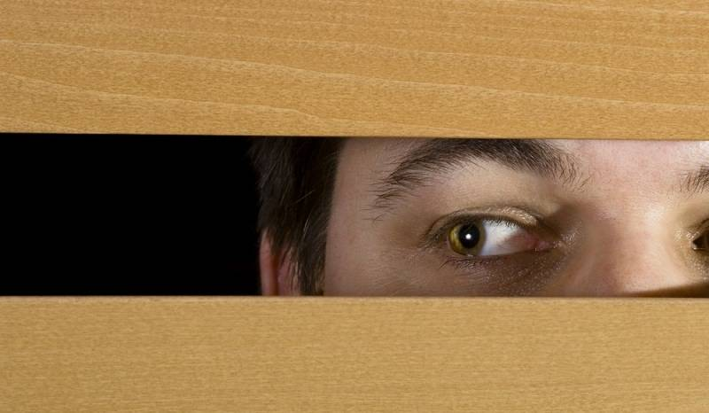 Woman shocked to discover a male worker hiding in a closet in a Gul Ahmed outlet's trial room