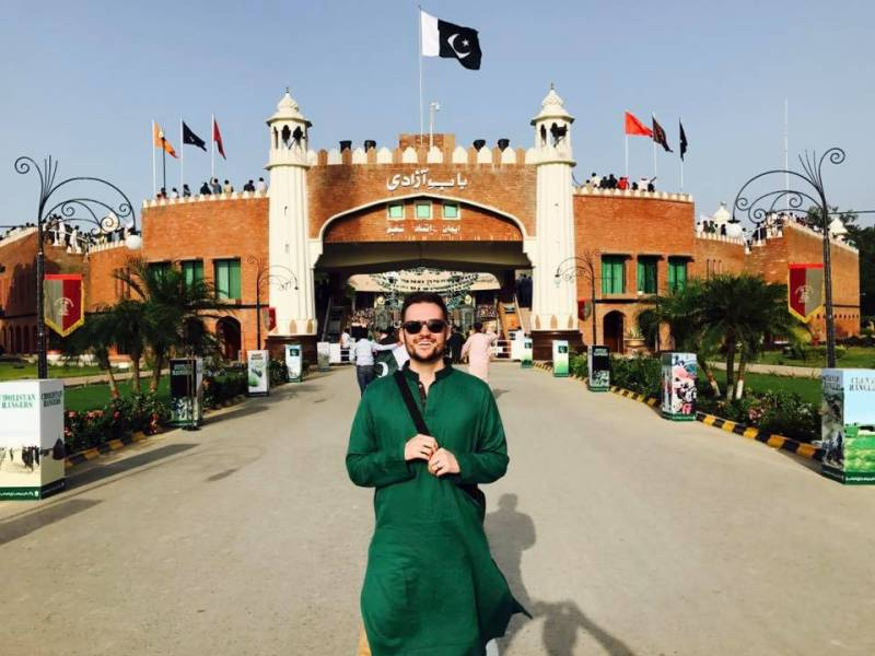 American comedian Jeremy McLellan's response to Nawaz Sharif getting disqualified is all sorts of epic