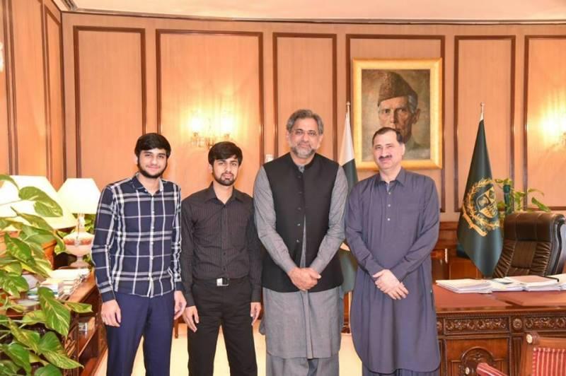 Squash legend Jansher Khan calls on PM Abbasi