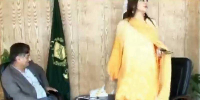 Leaked video of Kashmala Tariq harassing journalists in her office, ordering them to be