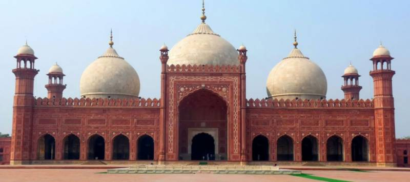 Badshahi Mosque 'closed' to worshippers for cultural event - Lahore Biennale 01