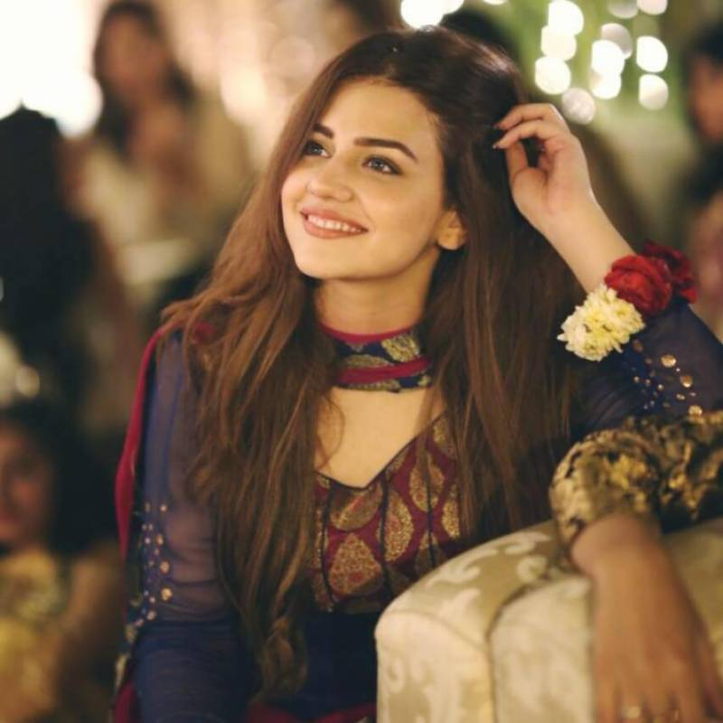 Zara Noor Abbas to make film debut alongside Mahira Khan in 'Parey Hat Lav'