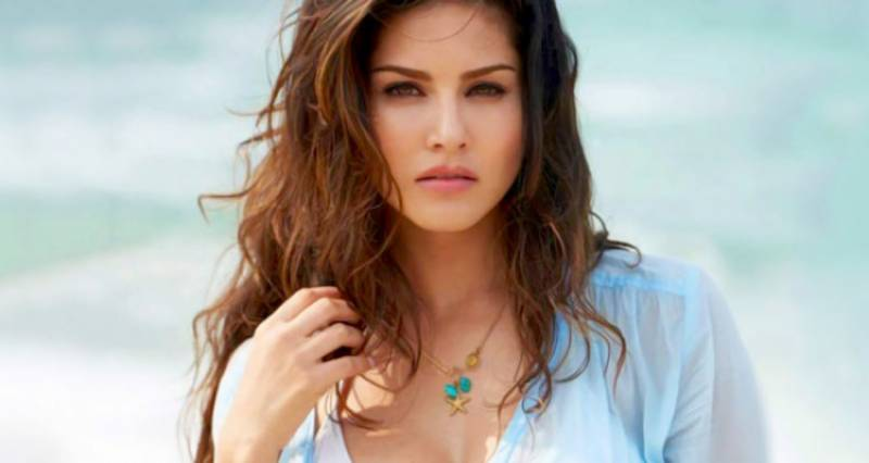 Javeria Saud takes selfie with Sunny Leone and all hell breaks loose