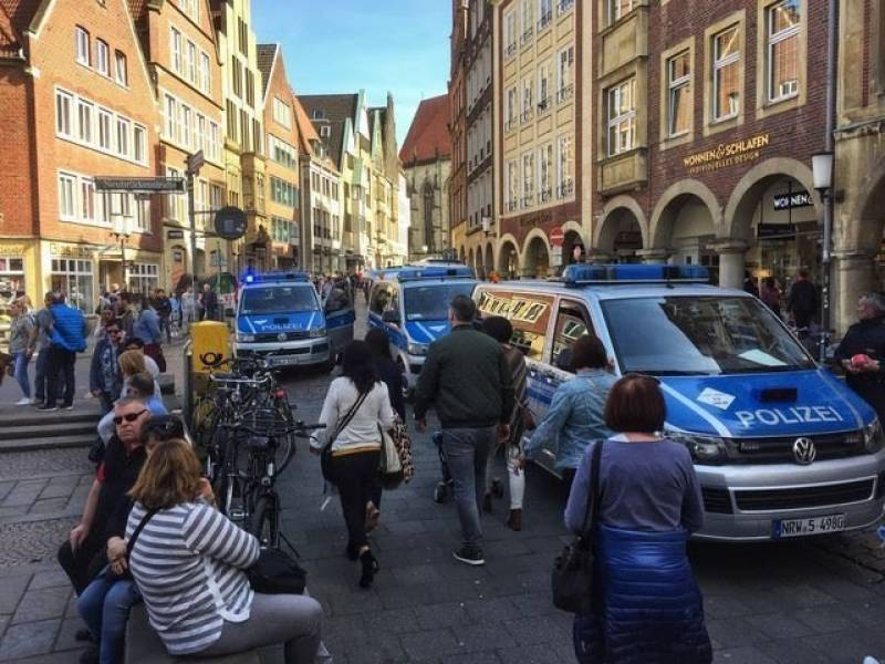 At least 3 killed, 20 injured after van crashes into crowd in Germany