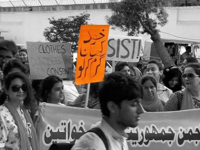 'Khana khud garam karlo' is not about women mocking men