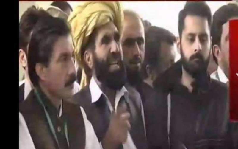 Naqeebullah's family threatens countrywide shutdown over Rao Anwar's continuous absence