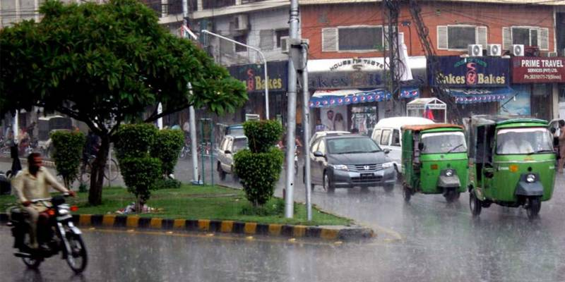Weather turns pleasant after light drizzle in Lahore